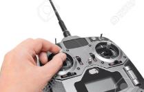 como-volar-un-dron-de-carreras-movimiento-acelerador-mando-arriba-stick