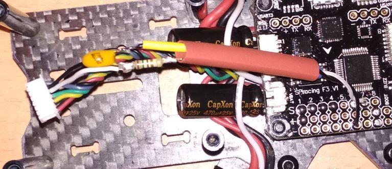 ejemplo instalación resistencia condensador